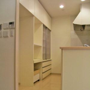 キッチンのバック収納も使いやすく設計しました。