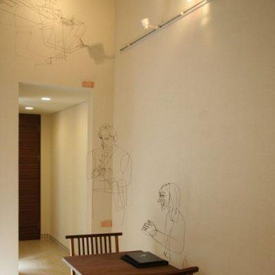プレオープンの日、水谷一子氏のワイヤーアートが 展示されていました。見る角度によって表情や影が変わり、 とても不思議で独創的なアートです。