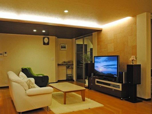 同じく2階のリビング。 大画面のTVを早速設置。