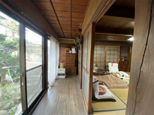 北側の廊下と和室。この建具を残すことにしました。掃き出し窓は省エネの小窓に変更し、壁も断熱しました。