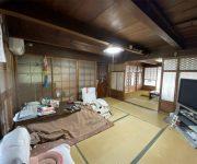 北の和室から南の和室を見たところ。梁の下端は178mm。天井を上げるため床を下げることにしました。南の和室はリビングに。