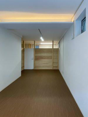 オフィス部分の間仕切はJパネルとし、通常の壁をおこす方法に比べ1/2のコストカットになりました。