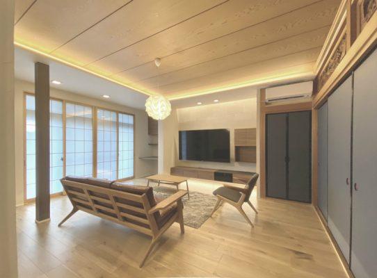 リビング。二間続きだった和室は一部屋を残しました。樹脂の内窓を設け、エアコンの効きは抜群です。床暖房も設置しました。