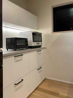 奥行き650のイケアのキッチン収納。引き出しは内部に2~3段設置。見た目シンプルの大容量です。
