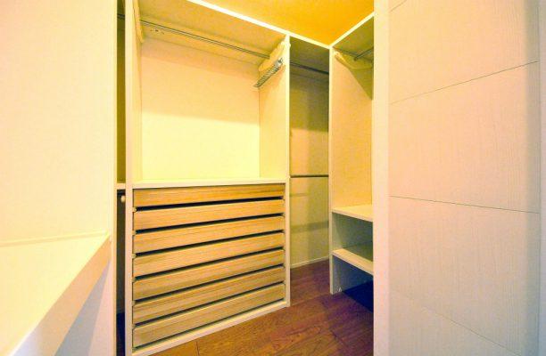 主寝室に続くウォークインクローゼットを設けます。ふとんや衣類、着物も収納できます。