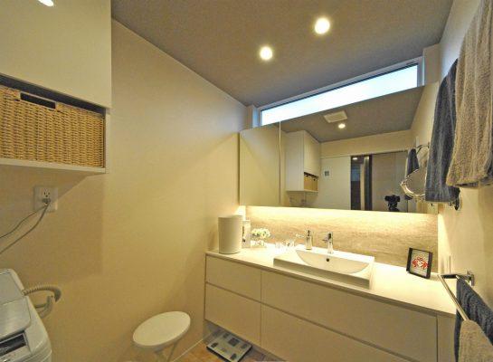 洗面はオリジナルデザインの造作家具です。