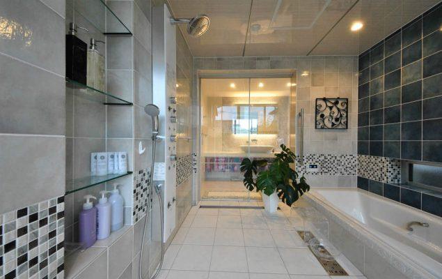 浴室は3畳ほど。1日がかりで施主様とタイル選びをしました。