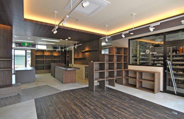 ショップコンセプトをまとめ、日本酒やワインに特化した専門店にします。