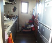 既設キッチンは2ウェイでしたが洗面の扉は食器棚の後ろです。