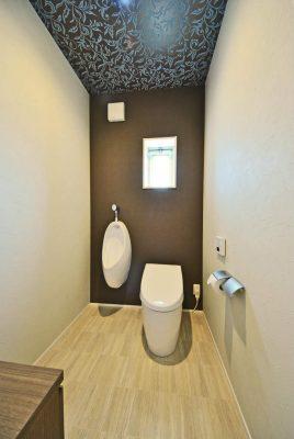 ストール付のトイレ。