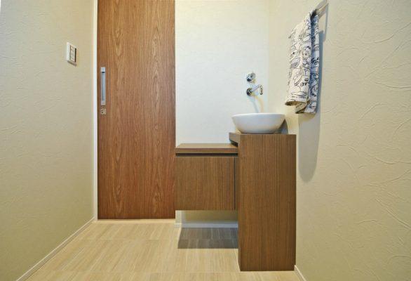 トイレの手洗。オリジナルデザインの家具です。