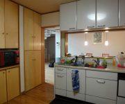 既設のキッチン。閉鎖的で、広いのに片付けにくいとのことでした。