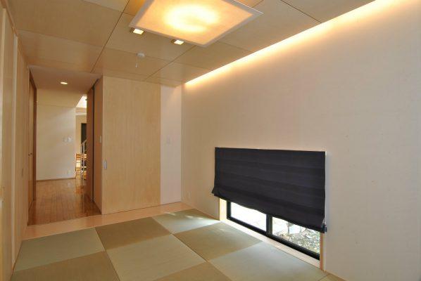 和室は間接照明を入れて明るく。