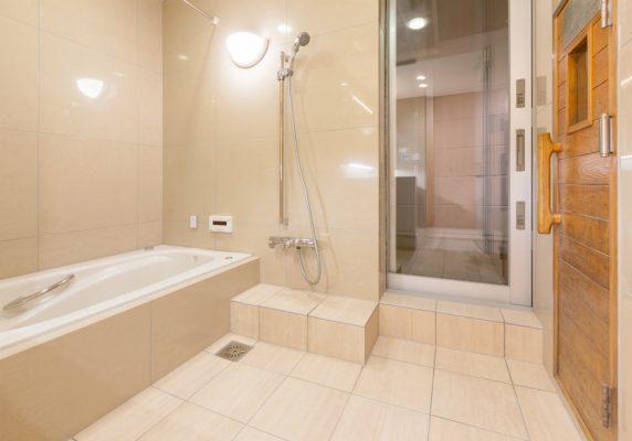 2階の在来工法の浴室です。既設も特に漏水もなく躯体の痛みはありませんでした。 断熱されていなかったため断熱を追加し防水もやり直しました。照明器具のみ再利用。